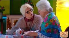 видео уральских пельменей Бабки смотрят Пельменей